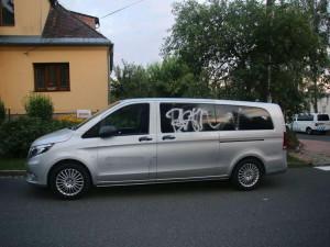 Opilý sprejer pomaloval pohřební vůz. Byl tak namol, že se mu ani nepodařilo utéct
