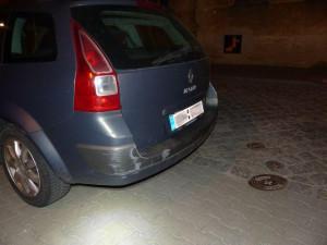 Řidička pod vlivem drog a bez řidičského průkazu nabourala auto bez platné technické prohlídky