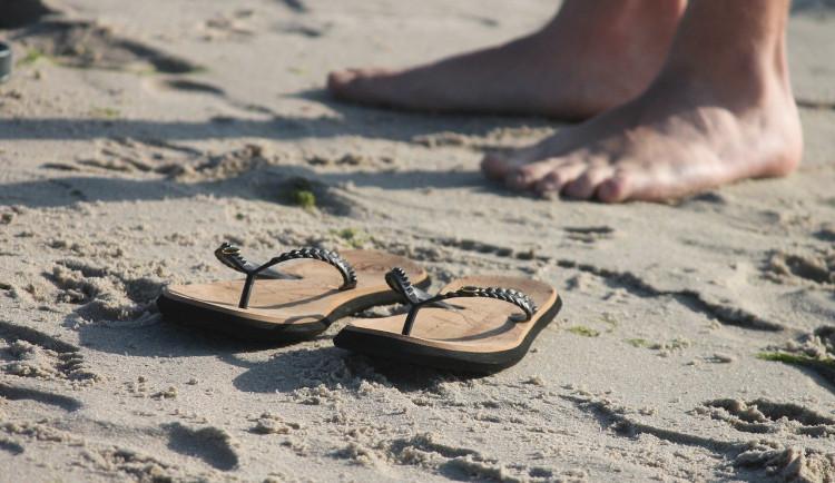 Nevhodná letní obuv může způsobit zdravotní problémy. Ortoped radí, na co si dát pozor