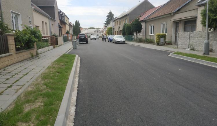 Velká oprava dvou ulic v olomoucké části Holice je u konce