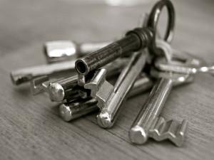 Žena si nechala nalezené klíče od sousedova bytu. Ten se o ně přihlásil a obvinil ji ze záměrného jednání