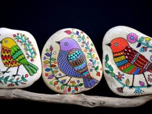 Češi se na výletech baví malovanými kamínky. Ty mohou cestovat až stovky kilometrů