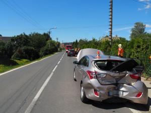Řidička nastavovala teplotu a nevšimla si brzdícího auta před sebou. Pět cestujících se zranilo