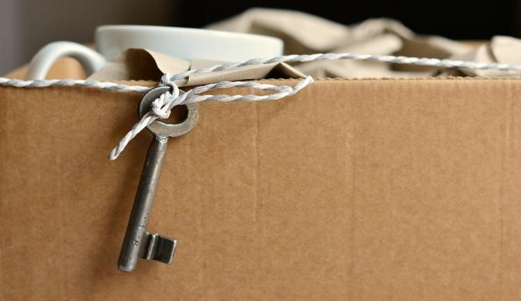 Podvodník na internetu se vydával za majitelku bytu. Připravil studentku o patnáct tisíc