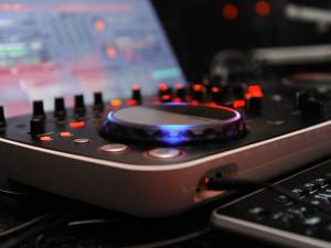 Stížnosti občanů na hluk z Disco Club Morava sílí. Čeká se na výsledky měření hluku a zřízení kuřárny