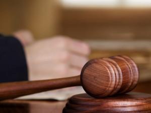 Soud dnes otevřel případ vraždy tříletého dítěte. Souzená byla pod vlivem pervitinu