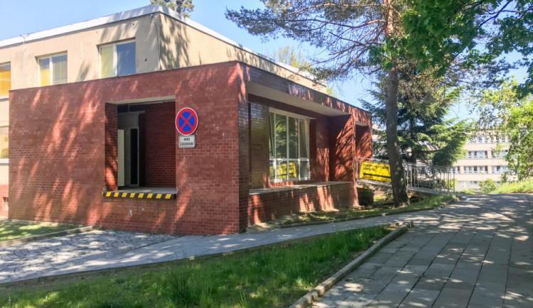 Fakultní nemocnice Olomouc rozšíří provozní dobu odběrového místa na covid-19