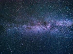 Meteorický roj Perseidy vrcholí v těchto dnech. V noci ze středy na čtvrtek bude nejsilnější