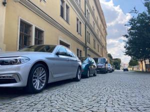 POLITICKÁ KORIDA: Má problematické parkování ve městě nějaké řešení? Zeptali jsme se zastupitelů
