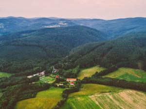 Prázdninové pobyty v Česku jdou již sehnat těžko, hlásí prodejci