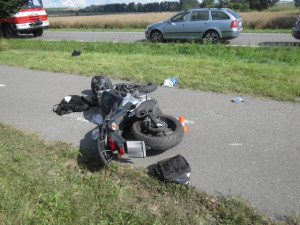 Policie hledá svědkyni, která dávala první pomoc u závažné dopravní nehody