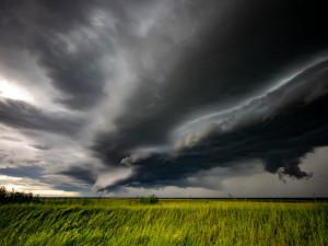Meteorologové rozšiřují pondělní výstrahu před silnými bouřkami i na Olomoucký kraj