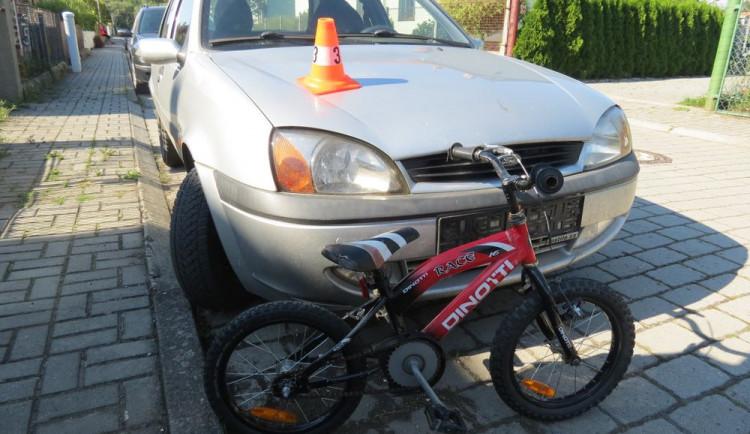 Pětiletý cyklista vjel do cesty a srazil se s osobním autem. Do nemocnice ho přepravoval vrtulník