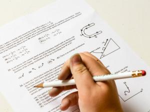 Maturitní testy by od příštího roku mohly být bez známek