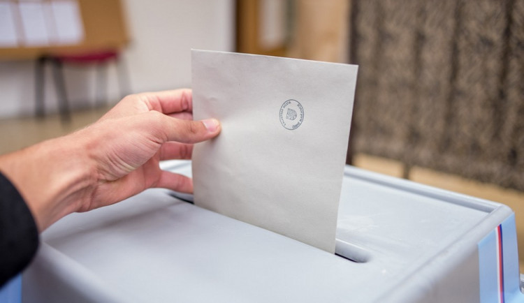 Volební kampaň se postupně rozjíždí, největší boj o hlasy začne v září