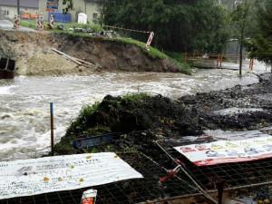 FOTO: Hladiny řek se v úterý večer zvedly. Hasiči zasahovali na nejkritičtějších místech