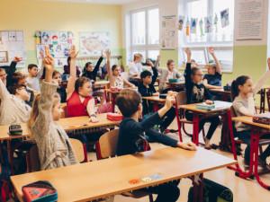 Hranická škola otevřela na půdě nové učebny za 25 milionů. Jedna má i jeviště