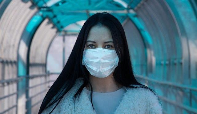 Padl nový rekord, ve čtvtek přibylo  v Česku 1382 případů nákazy koronavirem