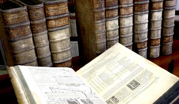Vlastivědné muzeum vystavuje navrácenou bibli, kterou v roce 1996 ukradl dělník při rekonstrukci