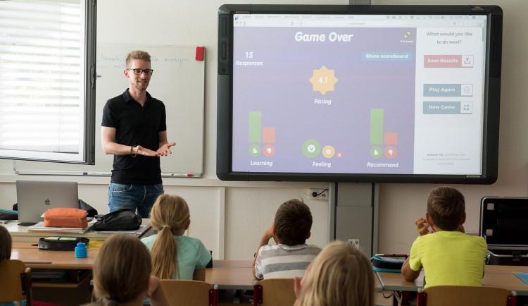 Univerzita zkoumala využívání technologií ve školách. Učitelům chybí metodická podpora i nástroje
