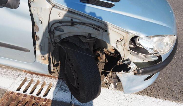 Řidička nedala přednost v jízdě a způsobila nehodu. Celková škoda je 130 tisíc korun