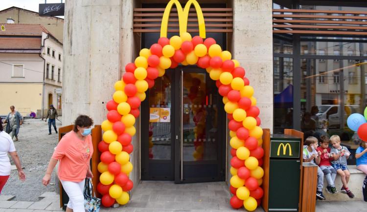 FOTO: Nový McDonald's v Olomouci. Podívejte se, jak vypadá restaurace s unikátním designem