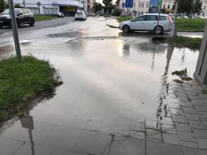 Opravy způsobené vodovodní havárií v ulici U Husova sboru pokračují