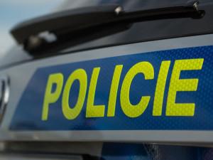 Cizinec vylezl po balkónu do domu a napadl svou bývalou přítelkyni i jejího otce