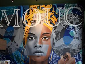 Excelentní káva pod velkoplošnou malbou. Na Náměstí hrdinů otevřela nová stylová kavárna KAFE NA ROHU