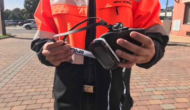 Olomoucká městská policie dostala nanomasky. Putují také do hospice na Svatém Kopečku