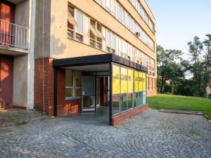 Fakultní nemocnice otevřela další odběrové místo pro testy na COVID-19. Je přístupné i pro samoplátce, kteří se registují