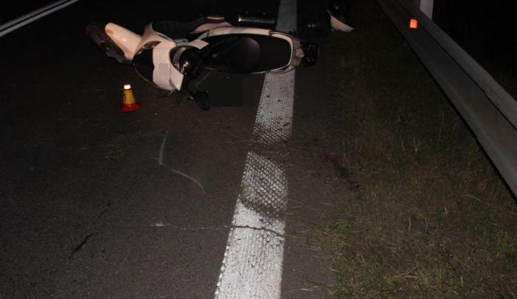 Policie hledá svědky nehody, při které se těžce zranil motorkář