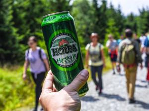 Vydejte se s Pivovarem Holba na pochod za barvami Rychlebských hor