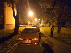 Opilý řidič měl problémy s chůzi a chtěl se domů přiblížit autem. Anonym ho ale nahlásil