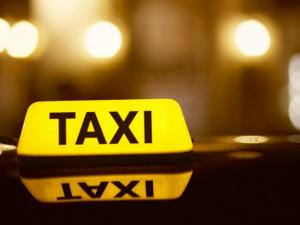 Opatření kvůli koronaviru drtí taxislužby. Taxikáři nemají koho vozit a hledají si vedlejší práci
