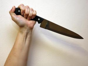 Muž v Olomouci zaútočil nožem na známého, je obviněn z pokusu o vraždu