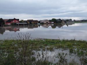 VIDEO: Povodně zasáhly nejvíce Přerovsko. Policisté prověřují zatopení části Brodku
