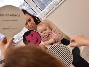 Nová zraková laboratoř Společnosti pro ranou péči zkoumá, jak děti vidí