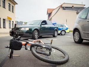 Lidé se častěji přepravují na kole, stoupá i počet nehod