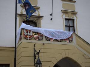FOTO: Opravu olomoucké radnice dovršilo slavnostní odhalení erbů