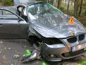 FOTO: Řidič pod vlivem drog nezvládl řízení a zdemoloval své BMW