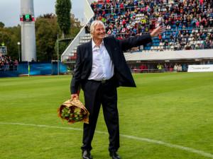 Bývalý trenér Sigmy Olomouc Karel Brückner dostal od prezidenta Zemana státní vyznamenání