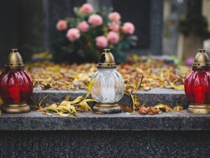 Lidé dnes uctí památku zesnulých