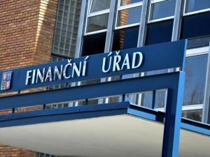 OSVČ a malé firmy mohou žádat o kompenzační bonus až 24 tisíc korun. Finanční správa začala přijímat žádosti