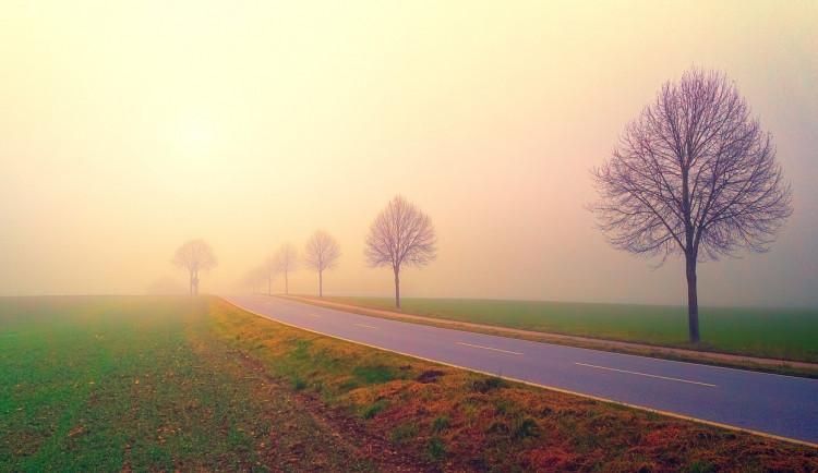 Pozor na podzimní mlhy a námrazu, apeluje Tým silniční bezpečnosti