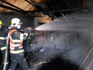 Požár domu v Kunčicích u Bělotína hasilo pět jednotek