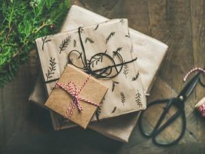 Senioři se i letos dočkají vánoční nadílky díky projektu Vánoce pro všechny, organizátorkami jsou studentky UP