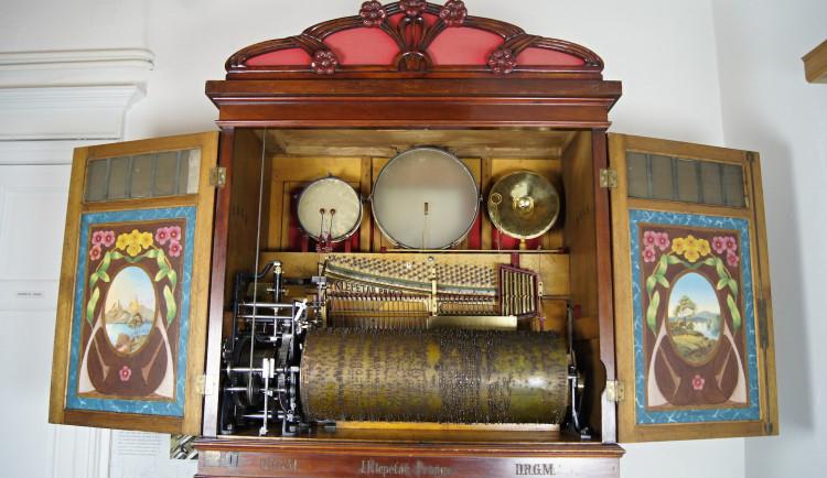 Muzeum v Šumperku vystavuje největší český orchestrion. Ten byl po padesáti letech znovu přiveden k životu