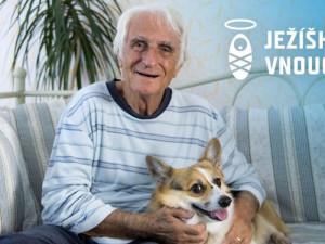 Ježíškova vnoučata letos opět plní přání osamělým seniorům. Chtějí si povídat, osladit život i zažít adrenalin