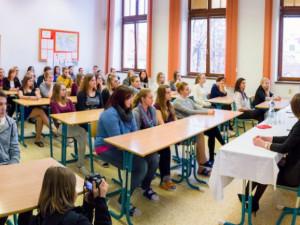 Návrat maturantů do škol ředitelé gymnázií v kraji vítají, kombinace prezenční a distanční výuky bude problematická